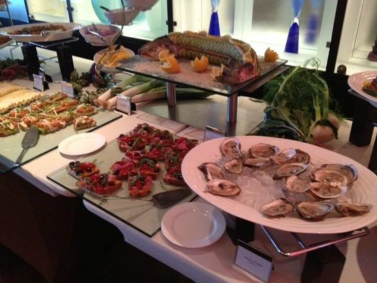 Sofitel Montreal Golden Mile: Seafood & more - Sunday brunch