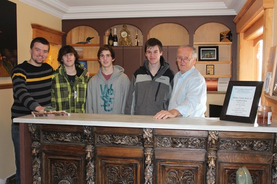 Heartwood Inn and Spa:                   Coach & boys with Zeke owner at front desk