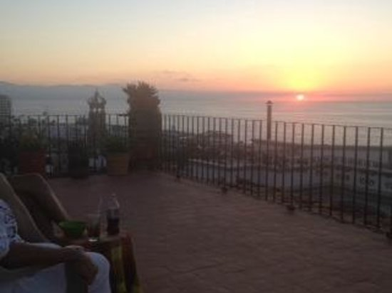 Los Cuatro Vientos Hotel:                   sunset from the rooftop bar