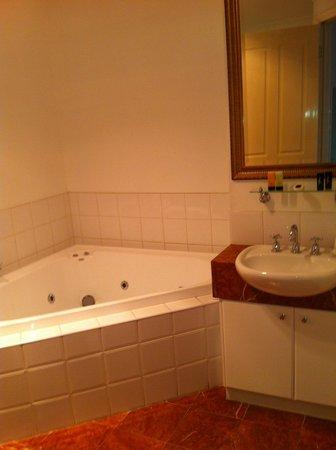 Acacia Terraces:                   Bathroom / spa