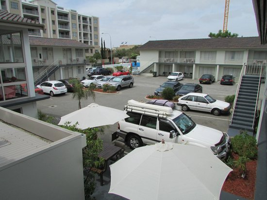 Baileys Motel :                   Motel has ample carpark spaces for their guests