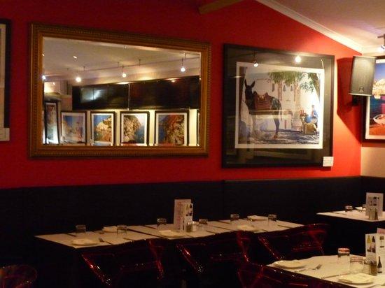 Baileys Motel:                   Beautiful Wall Pictures inside Cafe Bellavista
