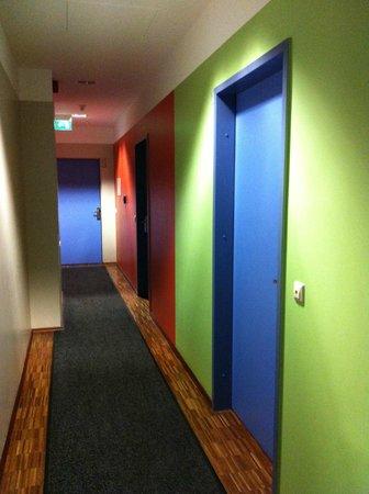 ذا سيركس هوستل:                   Hallway                 