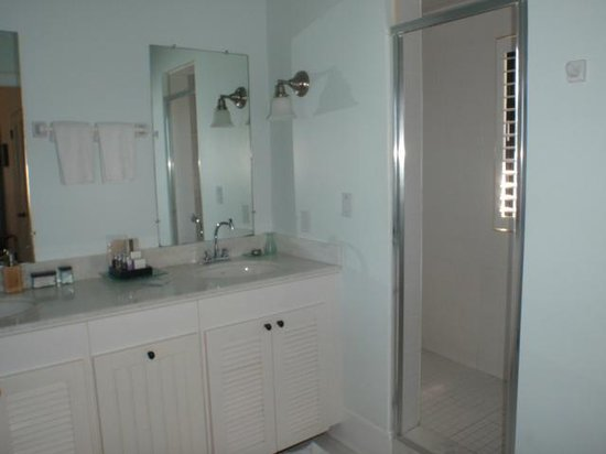Fowl Cay Resort:                   Bathroom adjoining den and bedroom #3