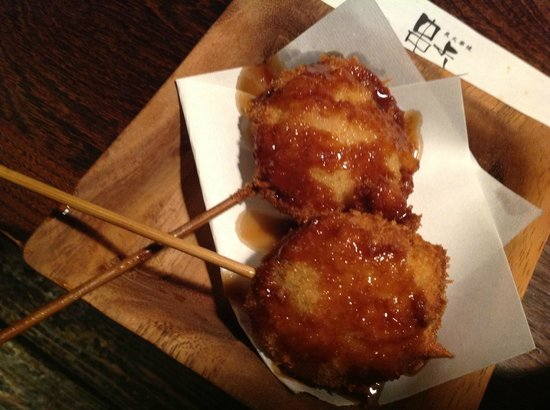 Kushiyoshi:                   串焼きも大きい!