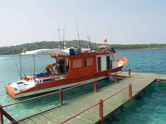 Java, Indonesien:                   Kapal wisata Mancing