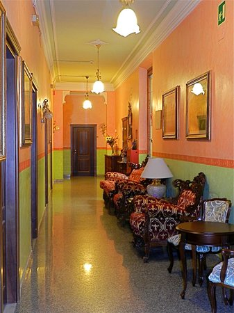 Hotel Desiree: Hotel