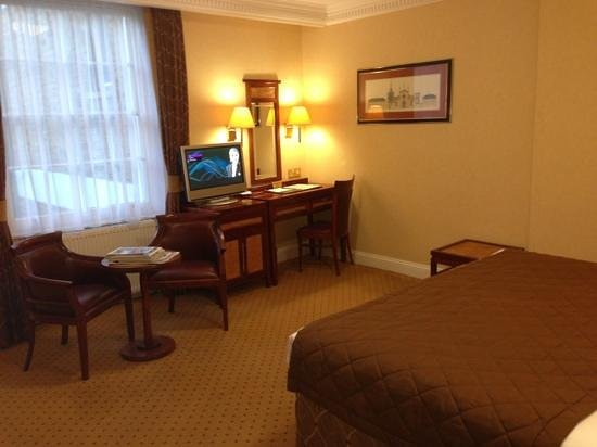 Grange Clarendon Hotel:                   the dodgy tv system