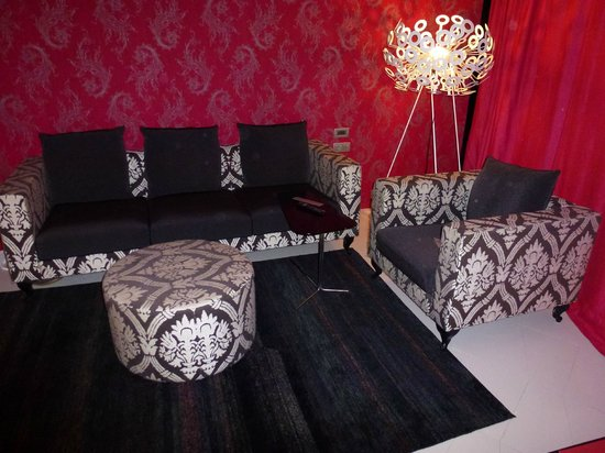 Barcelo Raval: Nice seating area in suite