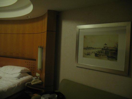 Makati Shangri-La Manila:                   Room painting