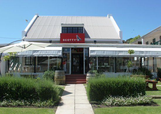 Scotty's Restaurant & Bar: Front of Scotty's