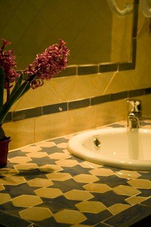 Hotel Estrella de las Nieves: Detalle baño nazarí
