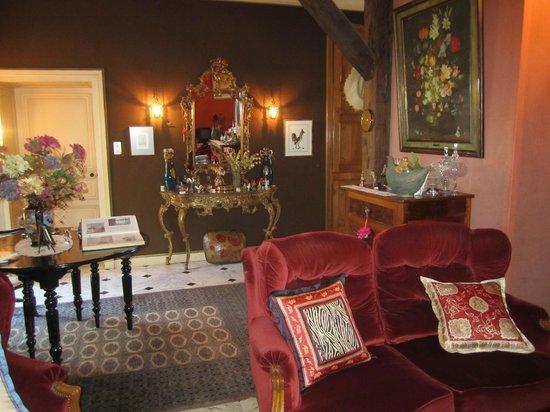Le Chateau de l'Abbaye :                                                       Un des nombreux petits salons accessible a