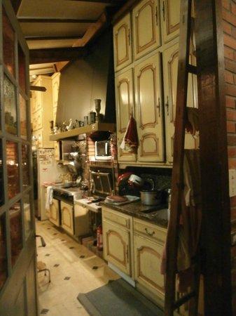 Le Chateau de l'Abbaye :                                                       La magnifique cuisine.