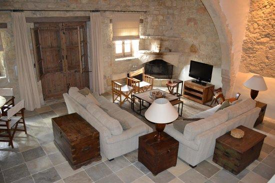Apokryfo Traditional Houses:                   Il salone dell'appartamento