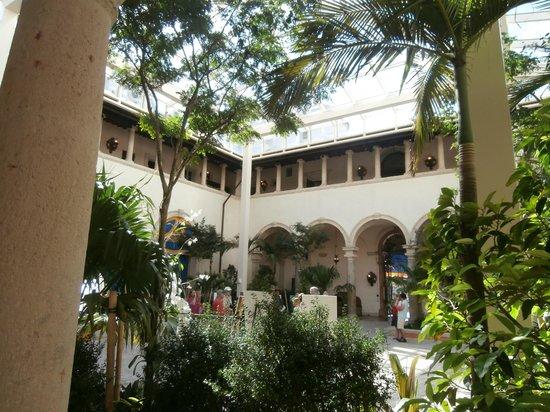 Vizcaya Museum and Gardens: Cortile interno