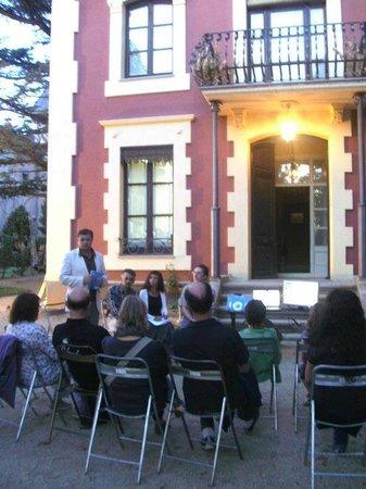 Villa Azucena:                   Presentación del libro en el jardín.