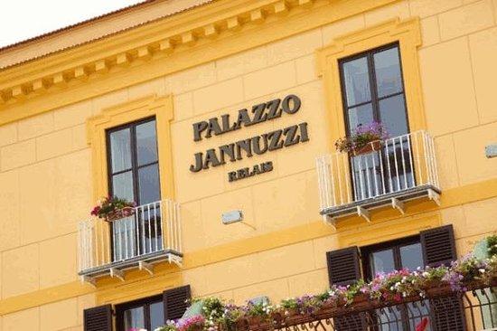 Palazzo Jannuzzi Relais: Esterno
