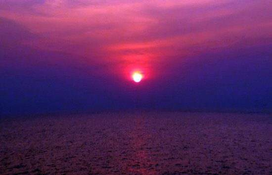 Radhika Beach Resort:                                     MAGNIFICENT SUNSET - TAKEN FROM TOP OF THE HILLOCK, NAGOA BE