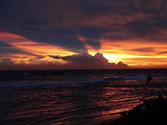 Point De Galle:                                     Amazing sunset over the beach