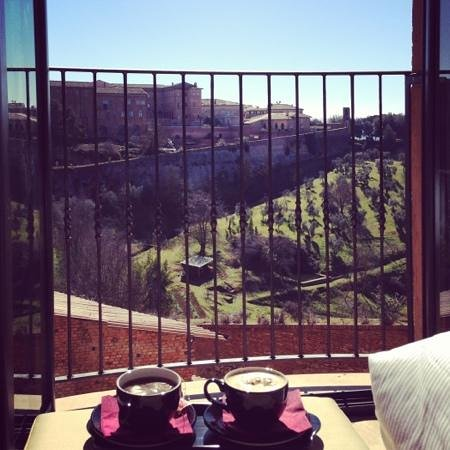 Hotel Athena:                   il compromesso tra l'ottima posizione comoda al centro e la possibilità di god