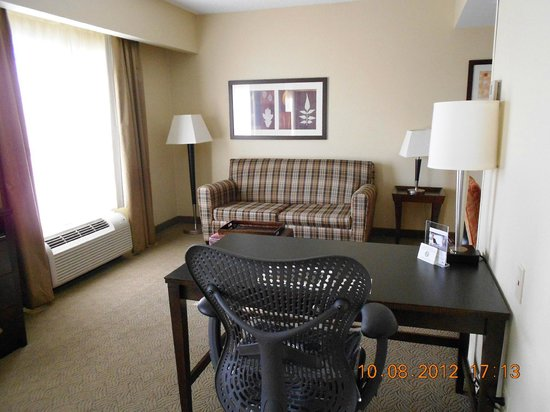 Homewood Suites Louisville East: Sofa