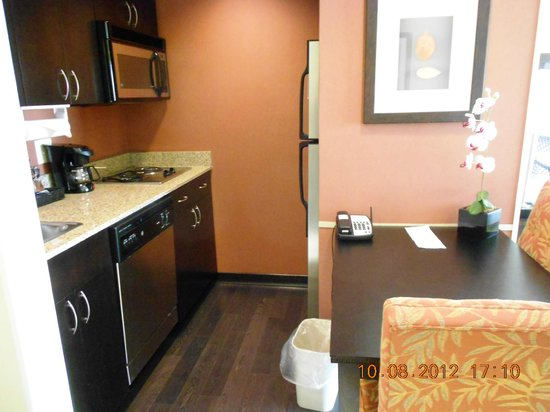 Homewood Suites Louisville East: Kitchen