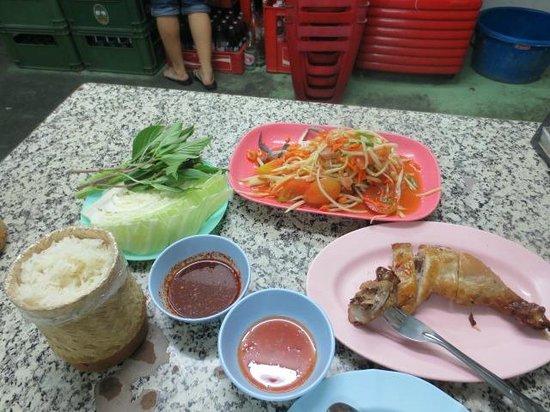 Hai Somtam Convent:                   イサーン料理