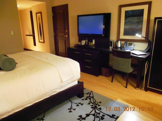 Wind Creek Casino & Hotel, Atmore: TV and Desk