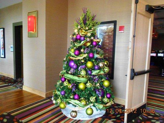 Wind Creek Casino & Hotel, Atmore : Christmas Tree outside smokeless casino