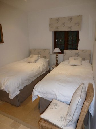 Martins Cottages:                   Twin bedroom