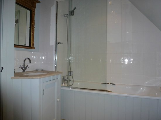Martins Cottages:                   Master en-suite
