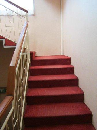 Hotel Astor :                   Escaleras al primer piso