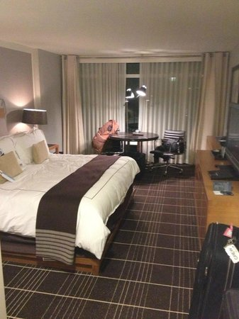 Colonnade Hotel:                   King size bed