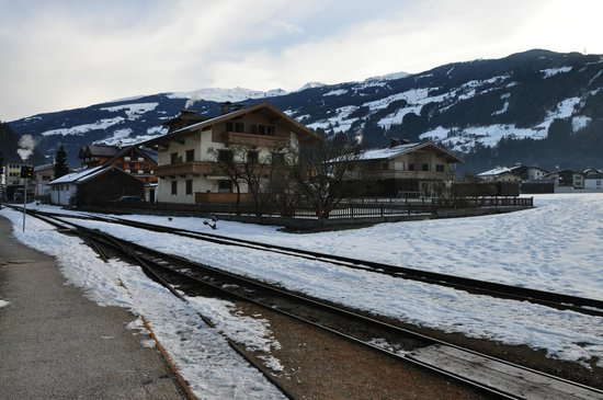 Zorn-Pauli:                   View of the hotel from the station