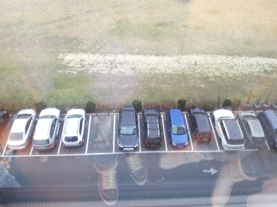 Pannonia Tower Hotel Parndorf: Parking