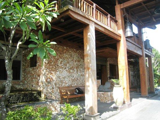 Hotel Puri Bambu:                   Hotel entrance