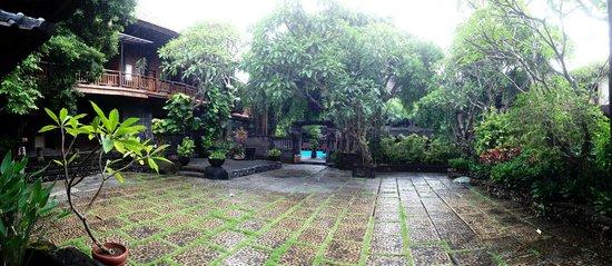Hotel Puri Bambu:                   Hotel courtyard