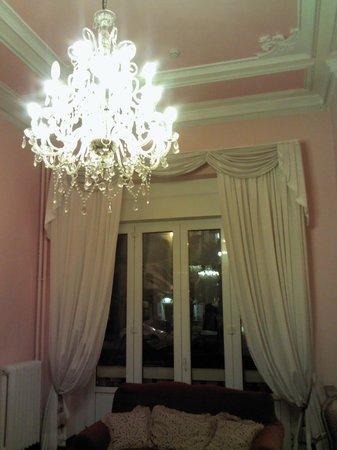 Hotel Marchionni :                   Il lampadario della hall