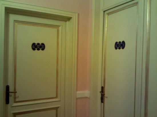 Hotel Marchionni :                   la porta della stanza dove abbiamo soggiornato