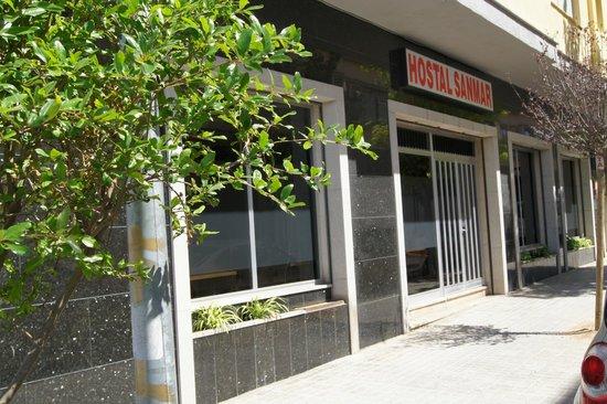 Hostal Sanmar:                   PUERTA ENTRADA