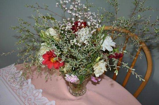 Diamondvale B&B Cottages:                   Flowers on arrival