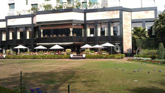 Shangri-La's Eros Hotel: Grounds