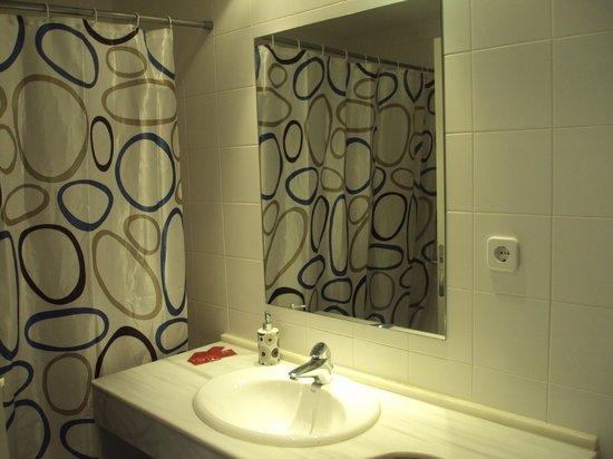 Carrodilla Restaurante & Habitaciones: Baño habitación
