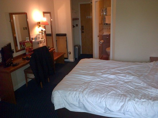 BEST WESTERN Stoke East : bureau, chair and lamps