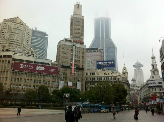 Le Royal Meridien Shanghai:                   Le Royal Meridien seen from Nanjing Road