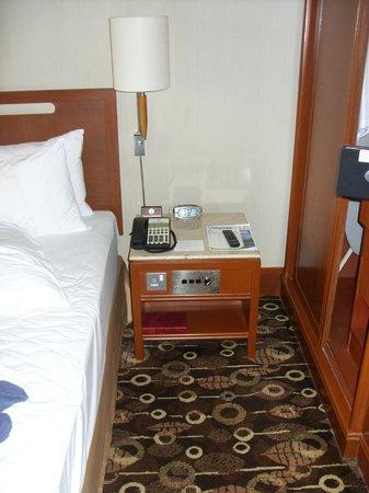 Holiday Inn Singapore Atrium: Betttisch