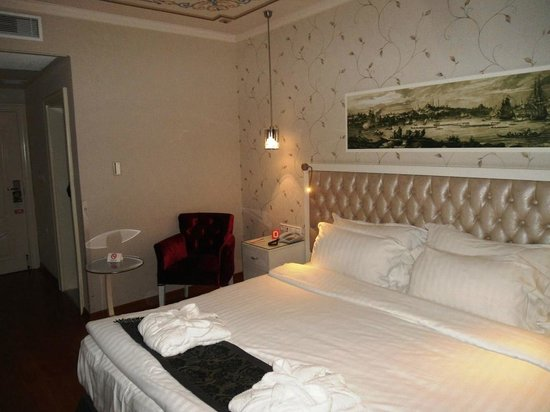 Hotel Amira Istanbul:                                                                         Comfortable bed