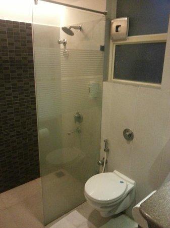 Mango Hotels, Bangalore - Koramangala I:                   Bathroom