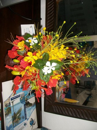 Southern Palms Beach Resort: Flowers from the gardener